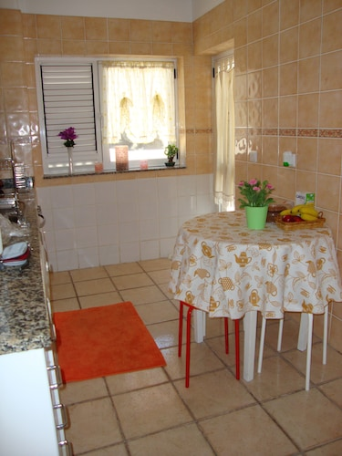 Private Kitchen, Aracelli T2 apartment with terrace and balcony.