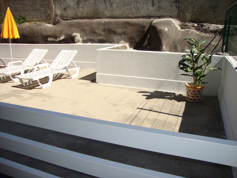 , Aracelli T2 apartment with terrace and balcony.