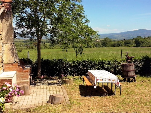 Tuscan Views Garden Beach Beautiful Views 180m2. Very Central Location. Beach