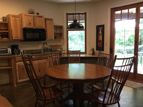 Great One Bedroom Get Away Close to Asheville