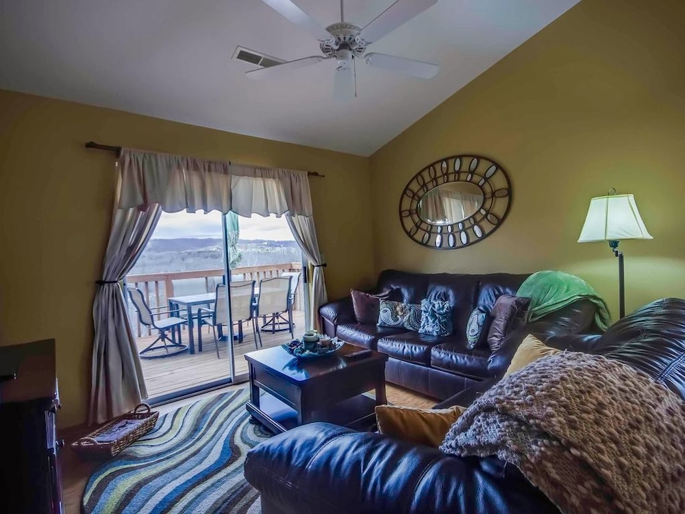 Living Room, Closest Resort to Silver Dollar City - Outstanding Views and Deck!