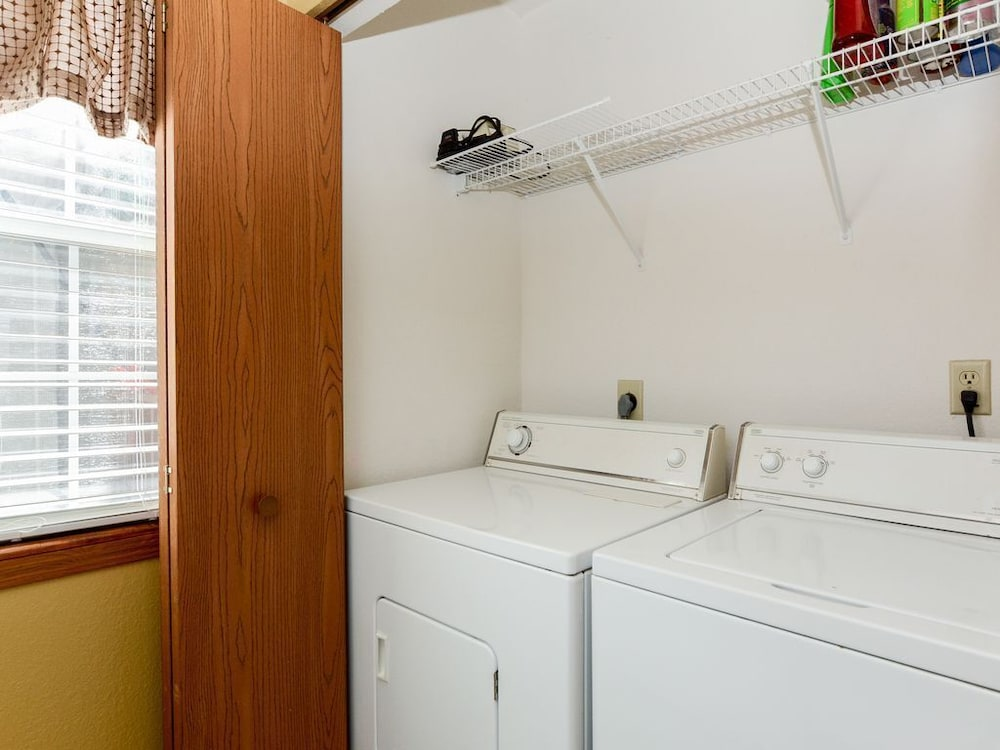 Laundry Room, Closest Resort to Silver Dollar City - Outstanding Views and Deck!