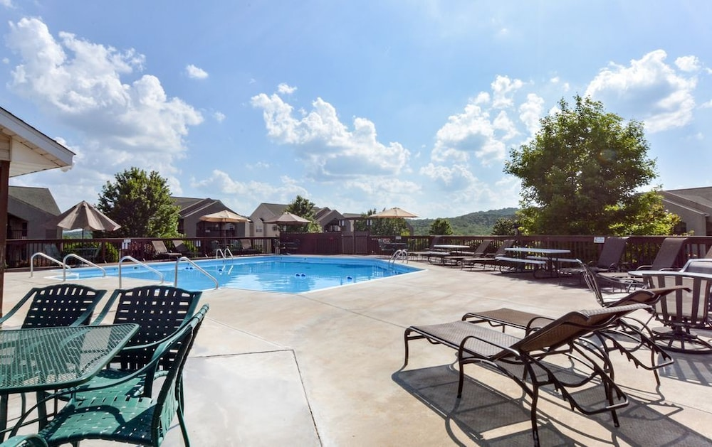 Pool, Closest Resort to Silver Dollar City - Outstanding Views and Deck!