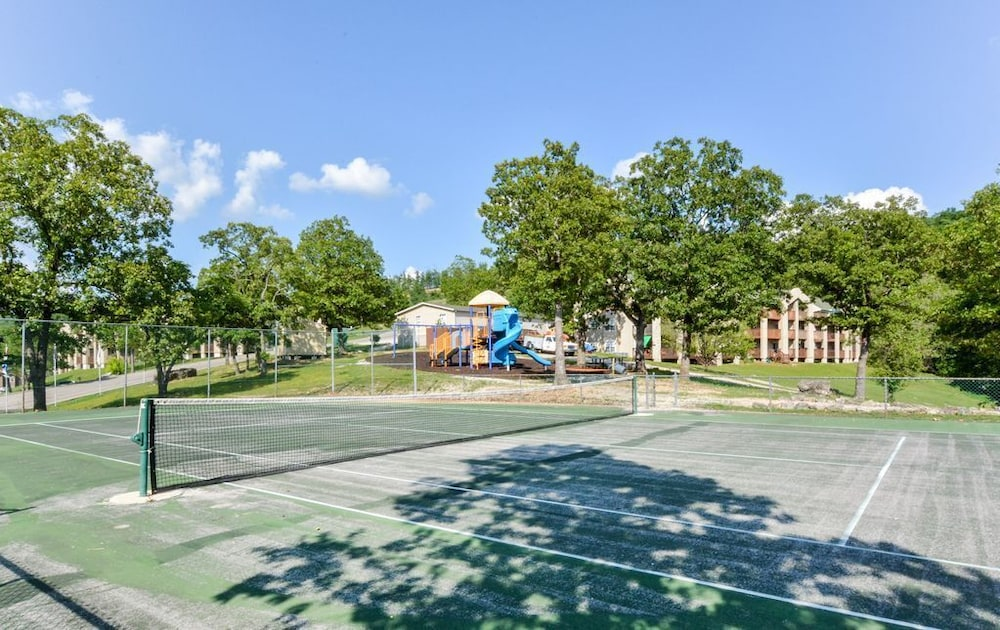 Sport Court, Closest Resort to Silver Dollar City - Outstanding Views and Deck!