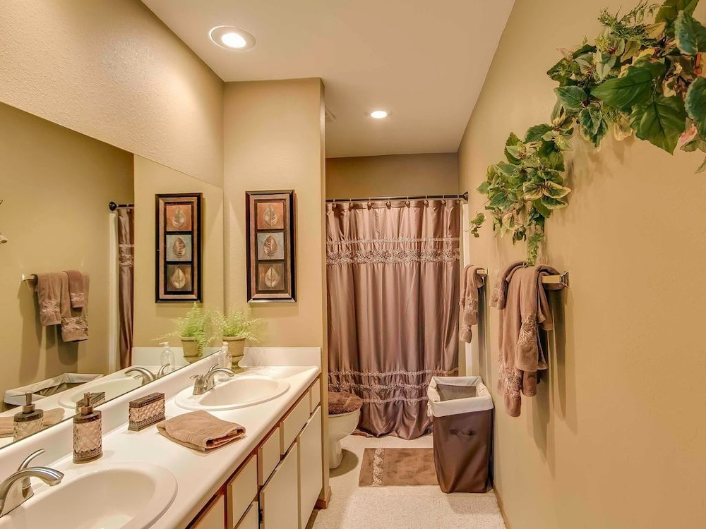 Bathroom, Closest Resort to Silver Dollar City - Outstanding Views and Deck!