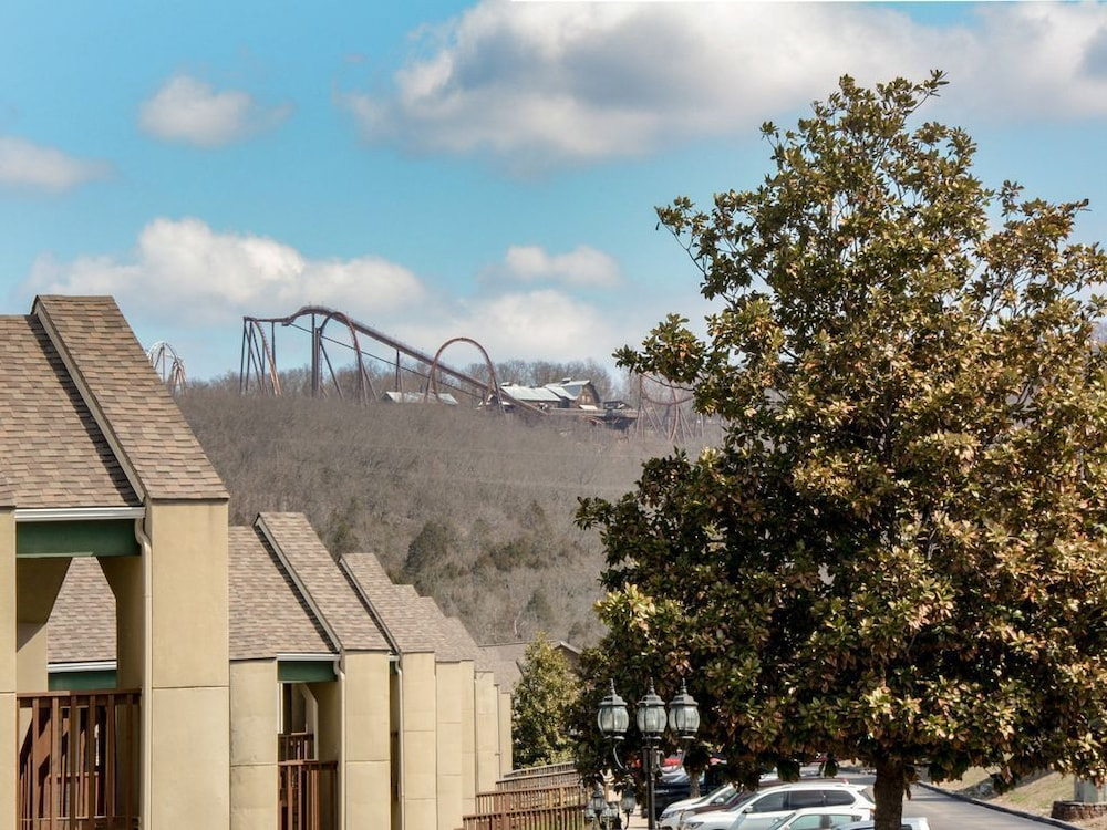 Exterior, Closest Resort to Silver Dollar City - Outstanding Views and Deck!