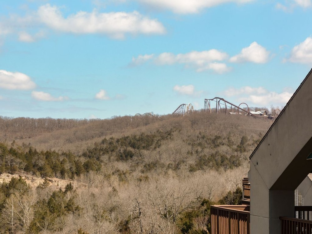 , Closest Resort to Silver Dollar City - Outstanding Views and Deck!