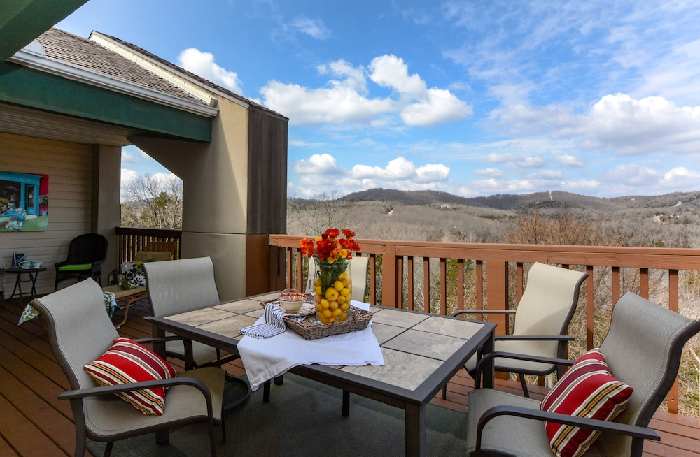 Balcony, Closest Resort to Silver Dollar City - Outstanding Views and Deck!