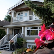 3 Bedroom, 3.5 Bath Kitsilano Luxury Custom Build - Sleeps 6+