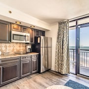 Stunning Clean Oceanfront Condo Just Renovated With 5 Pools and hot Tubs