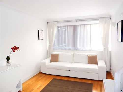 Wow! Bright Fitzrovia Central W1: Heart of Tourist London. King Bed. Free Wifi