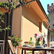 Medieval Village House. 2 Private Terraces. 5 min Walk to Village. Nr Pisa/lucca