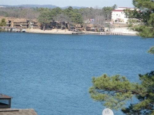 Luxury Condo on Lake Hamilton With Spectacular View $160