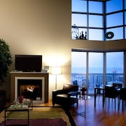 51/52nd Floor Magmile Penthouse - Views, Fireplace, Balcony, Fitness Center