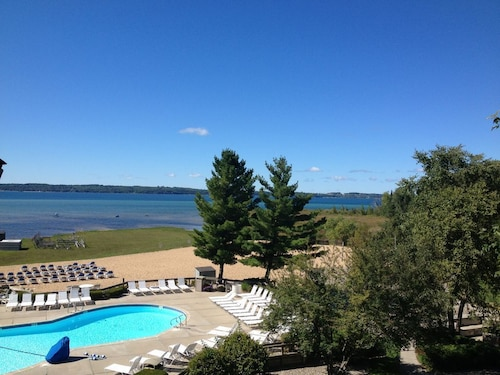 Romantic Getaways In Traverse City Michigan