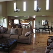 Luxury Retreat-- Massive Greatroom, Indoor Pool, 5 Full Bathrooms, 2 FP
