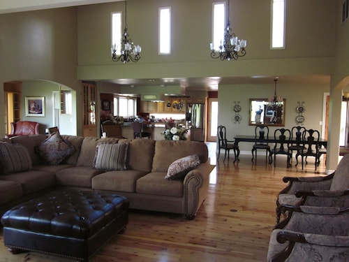 Luxury Retreat-- Massive Greatroom, Indoor Pool, 5 Full Bathrooms, 2 Fire Places