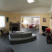 Spacious Mid-century Modern- 7 Min to Park & 4 Blocks to Village