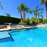 Desert Hawaiian 6-bed/4.5-bath Estate, Huge Pool/spa, 1/2 Acre, Walk to El Paseo