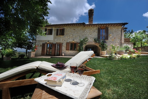 Gorgeous 18th Century Stone Villa, Stunning Views, Pool, Wifi