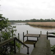 Waterfront 3 Br/1 ba Country Cottage w/ Gameroomdeep Water,dock, 2 mi From Town