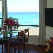 Ocean Front 1 Br/2 Ba Fabulous And Best Location Waikiki
