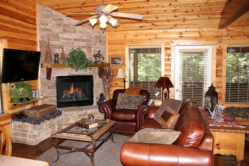 July Special $100.00 Log Cabinfireplacejacuzziwificableporch Poolsworkou