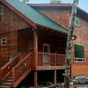 Gorgeous Mt Hood Log Home on Sandy River,hot Tub,wifi