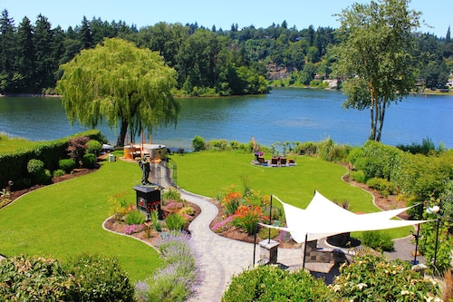 Live the Dream on the Lovely Willamette River