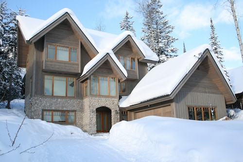 Columbia Mountain Lodge - Superb Five Star 5br, 4BA Family Friendly Home