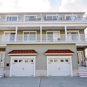 **super Low Winter+ Spring Rates!!!!.** Pets Ok! 4th House to Beach! Elevator