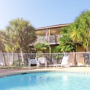 Charmimg Port Aransas Condo 2BR 2bth Overlooking the Pool and Tropical Grounds