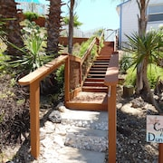 Walk to Beach! Great Outdoor Space! Good Dogs OK, 1 BR Beach House With Pool!!!