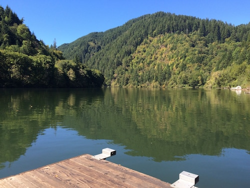 Swim, Fish, Relax - Riverfront Cozy 2bd Cabin on Umpqua River Fenced 1.5 Acres