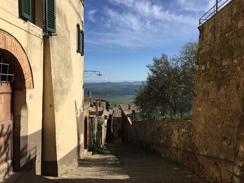 Beauty And Serenity In A Premium Montalcino Location That Will Sleep 4 Adults