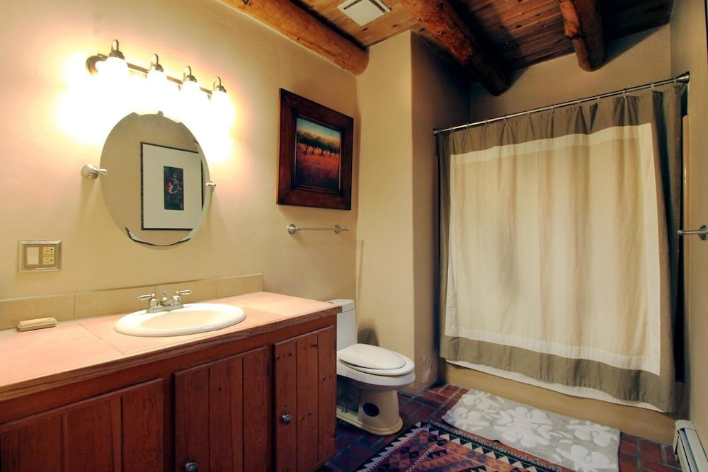Bathroom, Blue Bird Farm - Spacious Stylish 5 Bed/3 Bath Taos Farmhouse With AC