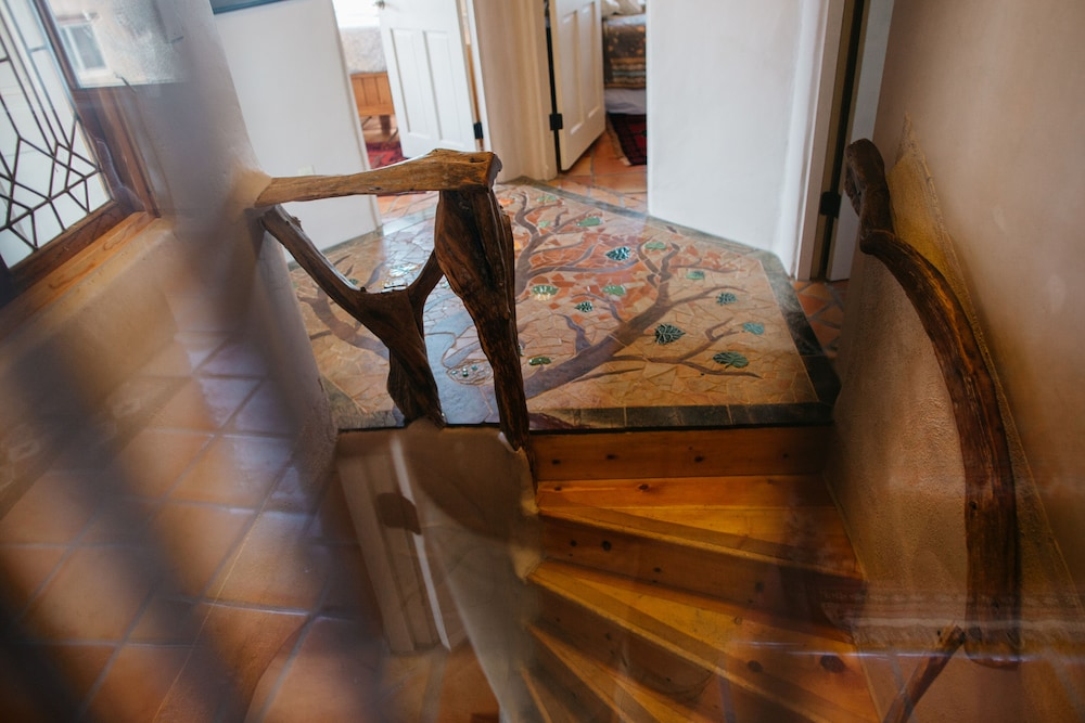 , Blue Bird Farm - Spacious Stylish 5 Bed/3 Bath Taos Farmhouse With AC