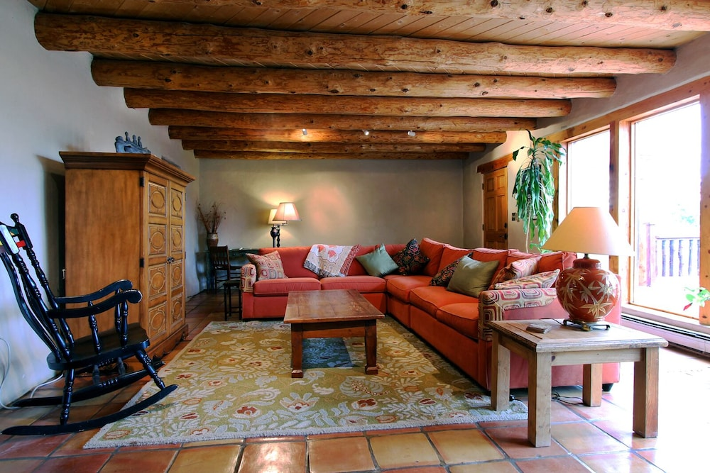 Living Room, Blue Bird Farm - Spacious Stylish 5 Bed/3 Bath Taos Farmhouse With AC