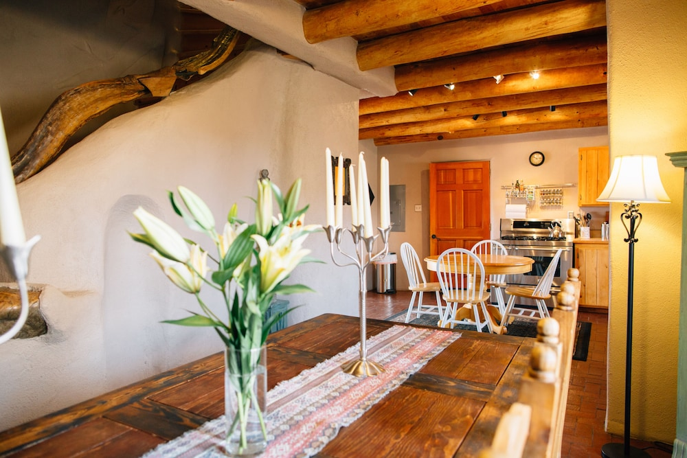 Restaurant, Blue Bird Farm - Spacious Stylish 5 Bed/3 Bath Taos Farmhouse With AC
