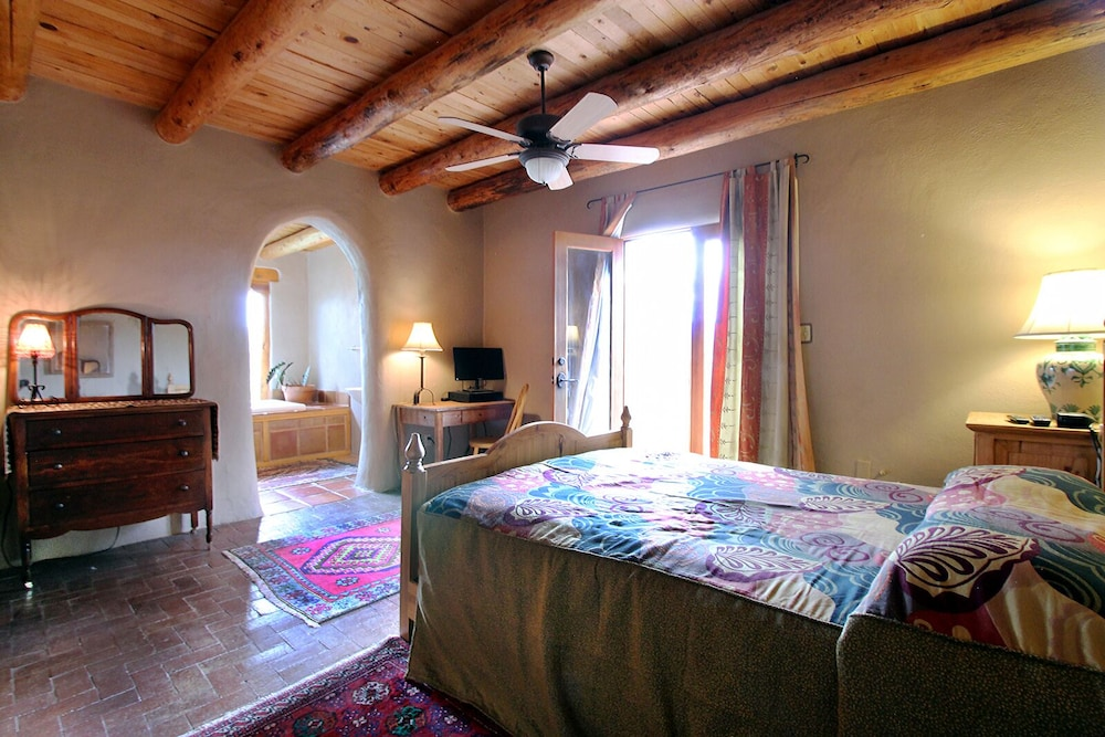 Room, Blue Bird Farm - Spacious Stylish 5 Bed/3 Bath Taos Farmhouse With AC