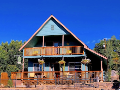 Historic Home With hot tub in the Heart of Downtown Pagosa Springs!