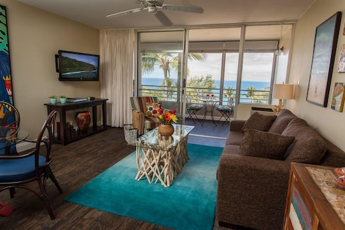 Panoramic Ocean View Apartment in Maui. Designer Decorated- Upscale