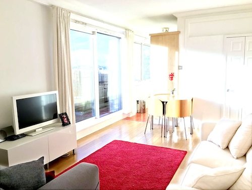Wow! Penthouse and Terrace in Heart of Tourist London: Trendy Fitzrovia W1. Wifi