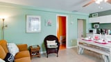 Bay View Inn 101-308 2nd St - 1 Br condo by RedAwning - Bradenton Beach Hotels