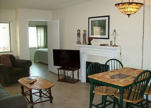 Two bedroom in the downtown Gatlinburg (Unit 402) - 2 Br condo by RedAwning (USA 18997477) photo