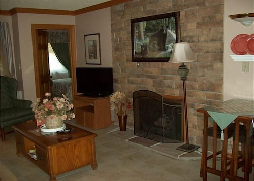 Two bedroom in the downtown Gatlinburg (Unit 408) - 2 Br condo by RedAwning (USA 18997483) photo