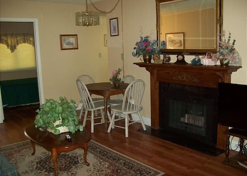 Two bedroom in the downtown Gatlinburg (Unit 409) - 2 Br condo by RedAwning (USA 18997486) photo