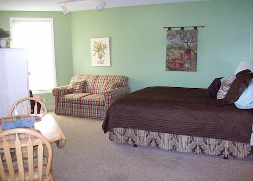 Efficiency in the downtown Gatlinburg (Unit 3B) - 1 Br condo by RedAwning (USA 18997490) photo