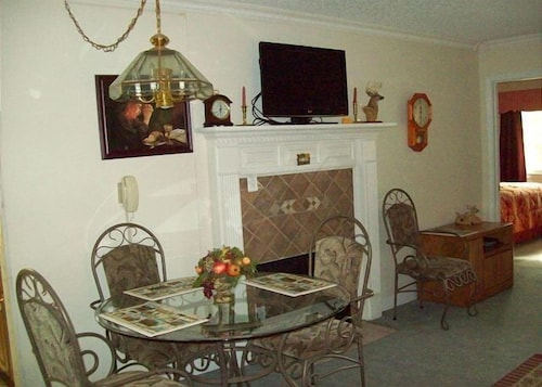 Two bedroom in the downtown Gatlinburg (Unit 309) - 2 Br condo by RedAwning (USA 18997496) photo