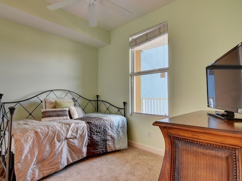 Grandview East 304 - Beautiful 3 Bed 2 Bath with Plenty of Room for the Family!! - 3 Br condo by RedAwning